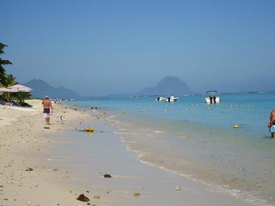 Pearle Beach Resort & Spa : Strand links vom Hotel