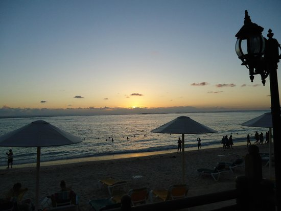 Pearle Beach Resort & Spa : Sonnenuntergang am Meer