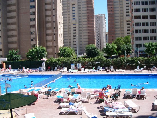 MedPlaya Hotel Rio Park: rest of the large pool area