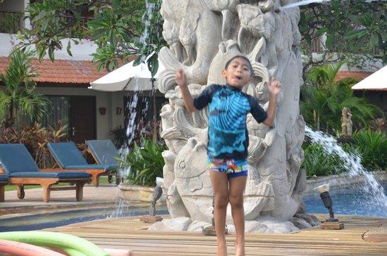 Bali Rani Hotel: Keceriaan si kecil di kolam renang