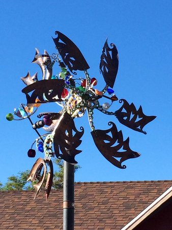 Best Western Plus Frontier Motel : Weathervane in the courtyard adjacent the pool