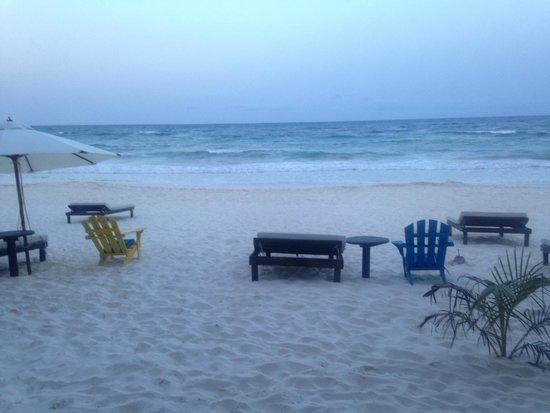 Cabanas La Luna: Beach at sunset