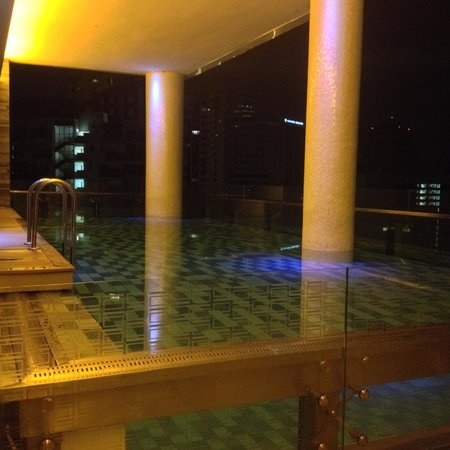 The Quincy Hotel by Far East Hospitality: 24hr pool