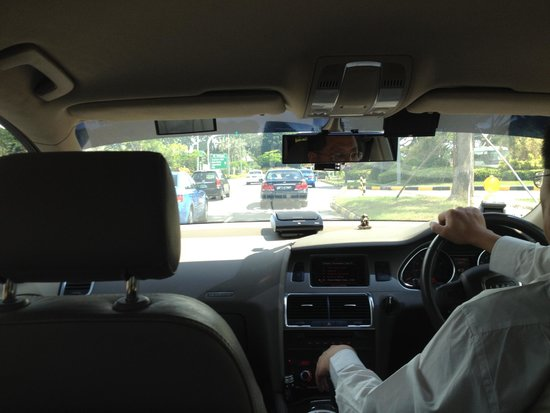 The Quincy Hotel by Far East Hospitality: Airport transfer - Audi Q7