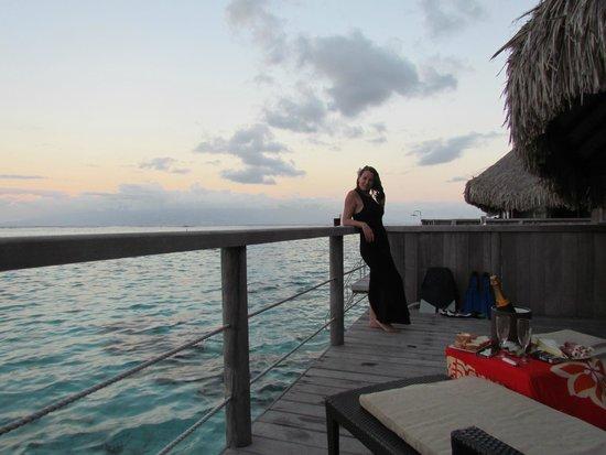 Sofitel Moorea Ia Ora Beach Resort: ATARDECER  ROMANTICO EN LA CABAÑA