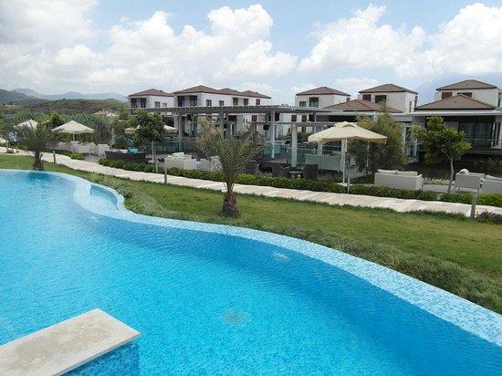 Jiva Beach Resort: Vom Poolzimmer aus Blick auf die Lukka Bar
