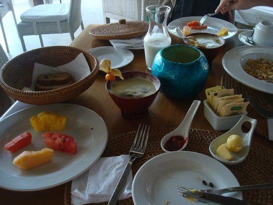 Karmairi Hotel Spa: Café da manhã