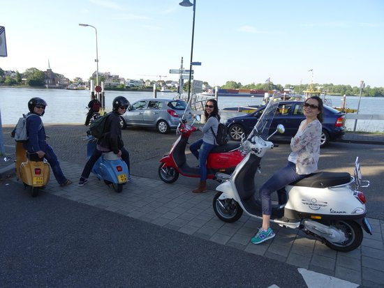 Holland Vespa Tours: Classic and modern Vespa, waiting for the ferry