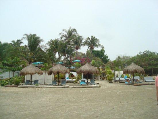 Karmairi Hotel Spa: Vista do hotel (na praia)