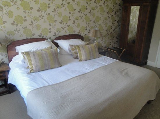 The Howard Arms: Two beds become one !