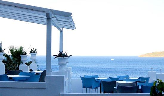 Aneroussa Beach Hotel : Χώρος πρωινού