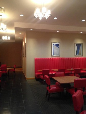 Metro Points Hotel - Washington North: Recently expanded restaurant