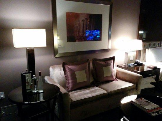 Trump International Hotel & Tower Chicago: Sofa area.