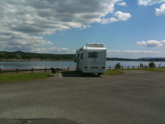 Lakeside Caravan & Camping: lovely lake