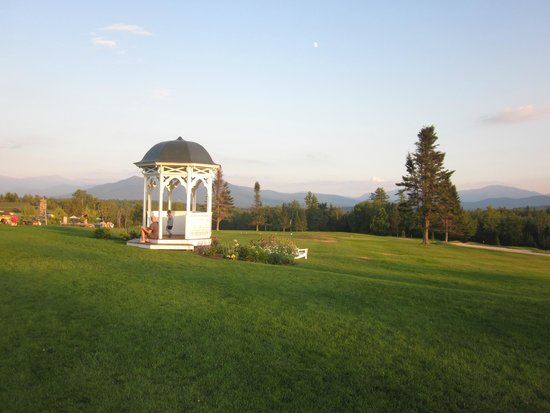 Mountain View Grand Resort & Spa: Gazebo on front lawn