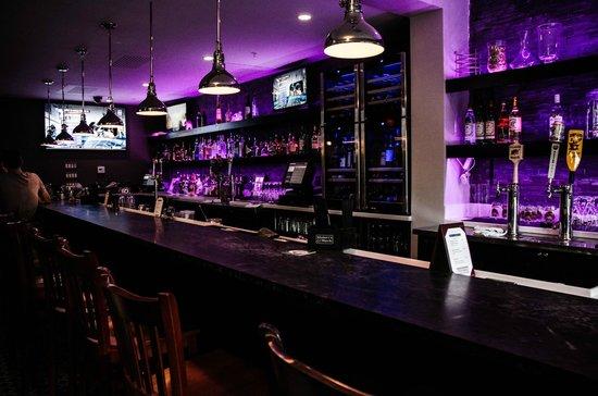 The Daniel : Bar