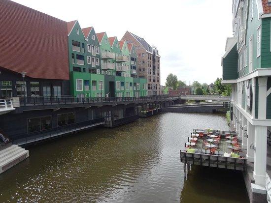 Inntel Hotels Amsterdam Zaandam: The terrace on the canal