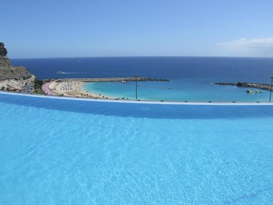 Gloria Palace Royal Hotel & Spa : Seaview from the pool1