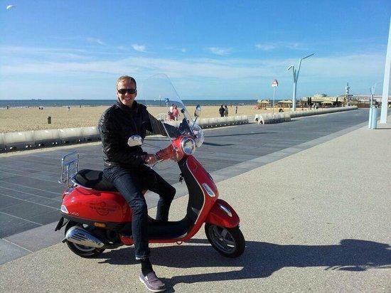 Holland Vespa Tours: Touring to Scheveningen with the Vespa LX