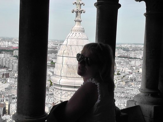 Basilika Sacré-Cœur (Montmartre): 300 steps up (and down) atop the outside of the dome