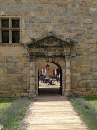 Chateau des Ducs de Joyeuse: Front entrance