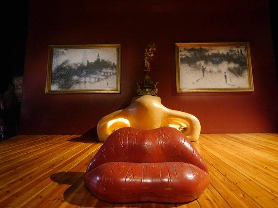 Dali Theatre-Museum: Знаменитое лицо