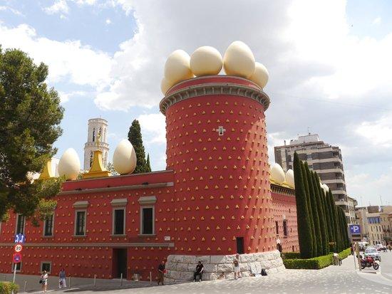 Théâtre-musée Dalí : Вид на театр-музей