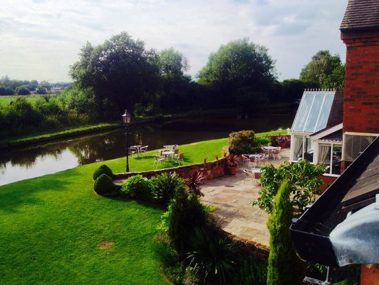 The Moat House: Canal view from guest room