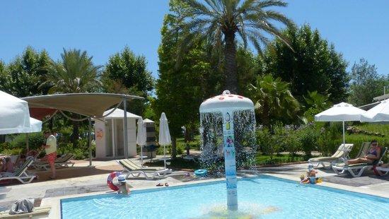 Le Jardin Resort: Piscine pour les petits !