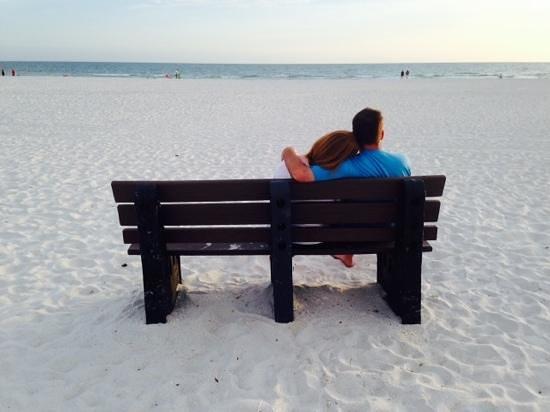 Gulf Beach Resort: Beautiful white sand beaches and cool evenings.