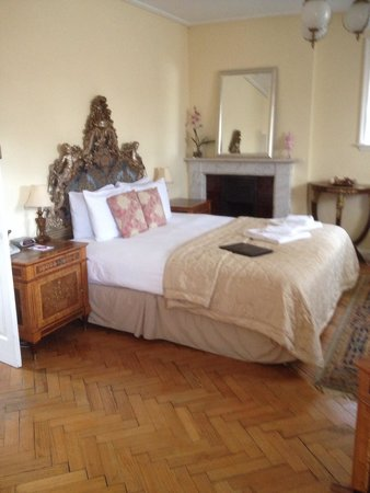 St Giles House Hotel: A bed for romance .
