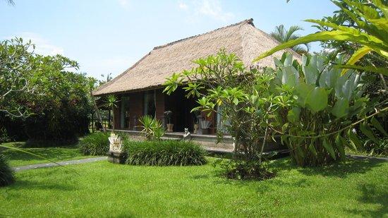 Sri Ratih Cottages: Массажная