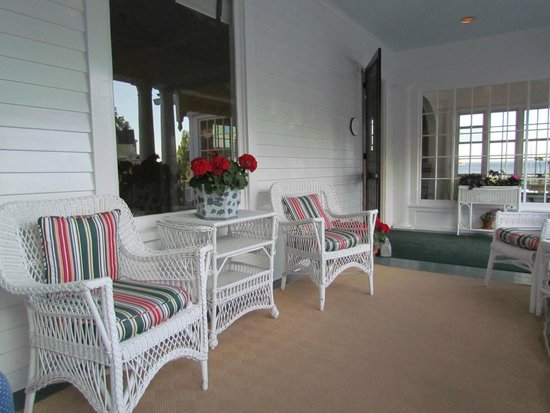 Hotel Iroquois: Front Porch