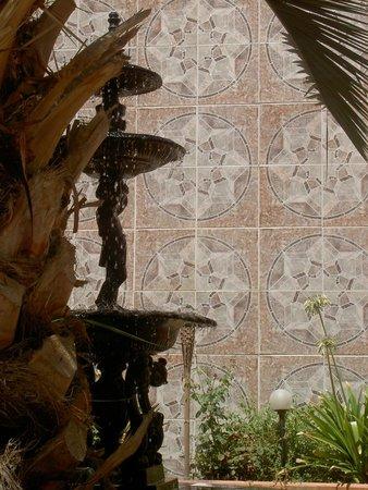 Chile Hostales: Patio