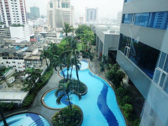Amari Watergate Bangkok : pool view from room