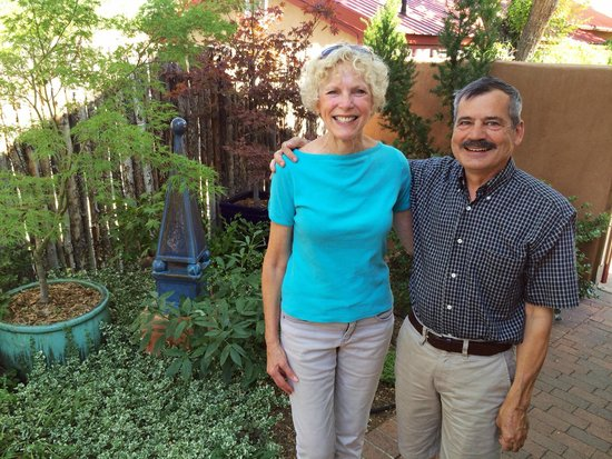 Four Kachinas Inn: Marsha with innheeper Walt