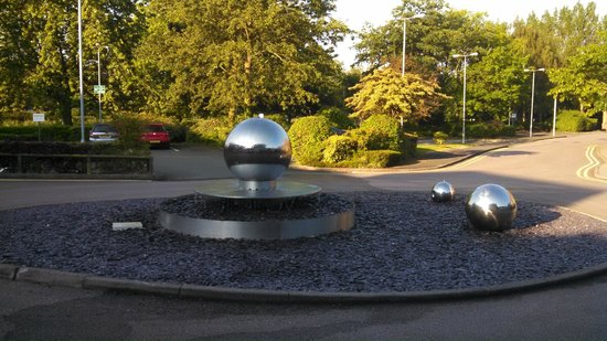 Cranfield Management Development Centre (CMDC): Roundabout in front of hotel