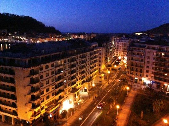Tryp San Sebastian Orly Hotel: Evening city view