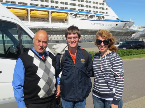 SPB Tours : Vladimir, our driver, my son, and Elena, our tour guide