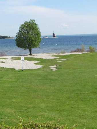 Hotel Iroquois : The Straits of Mackinac and the Round Island Lighthouse.
