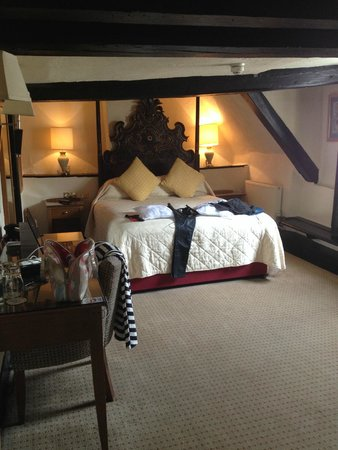 Maids Head Hotel: Bed fit for a queen ...