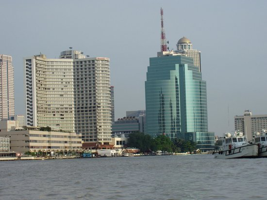 Royal Orchid Sheraton Hotel & Towers : one on the left