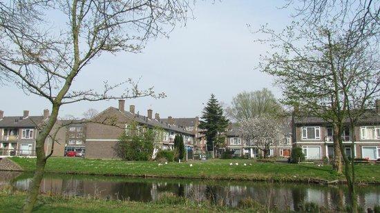 New West Inn Amsterdam: Пока идешь в отель)