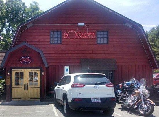 Bogart's Restaurant & Tavern: Picture outside Bogart's Restaurant in Waynesville, NC