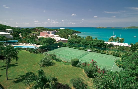 Secret Harbour Beach Resort: Tennis courts with an ocean view