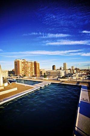 Sercotel Apartamentos Eurobuilding 2: novena planta piscina