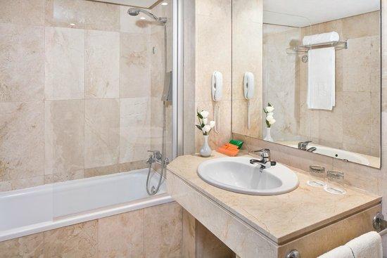Hesperia Ciutat Mallorca : Bathroom