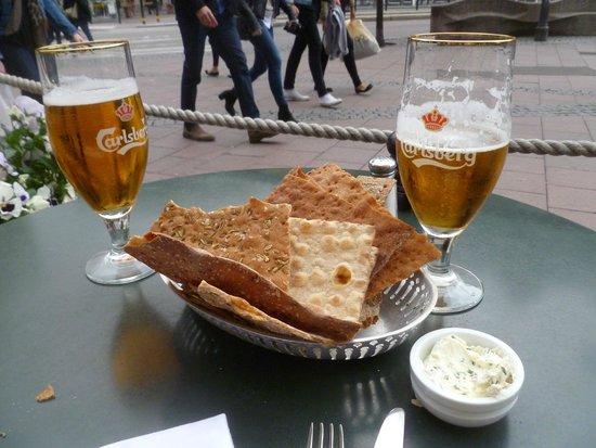 Sturehof: tasty snacks with spread and wonderful Carlsberg beer!