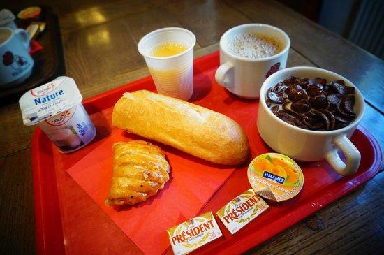 Auberge de Jeunesse MIJE  Fourcy : 早餐