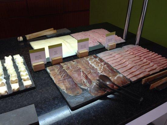 DoubleTree by Hilton Hotel & Spa Emporda: Breakfast